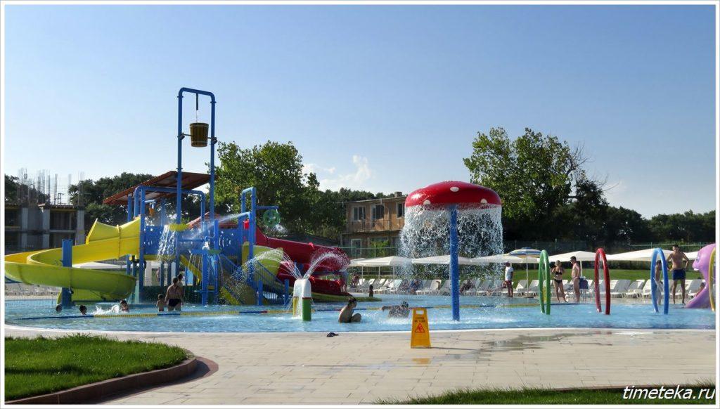 Детская зона с водными аттракционами