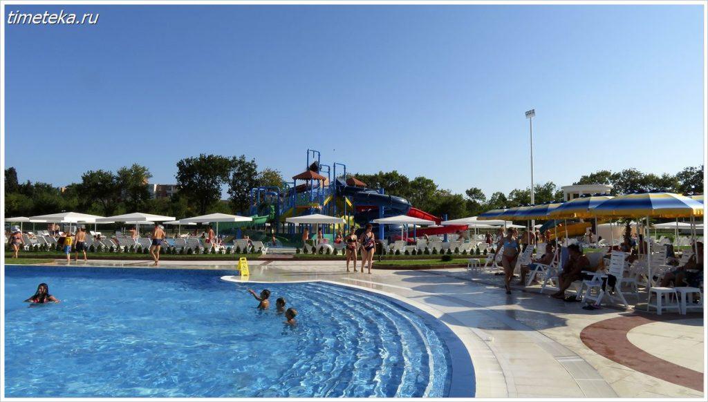 Релакс-зона аквапарка Сансет