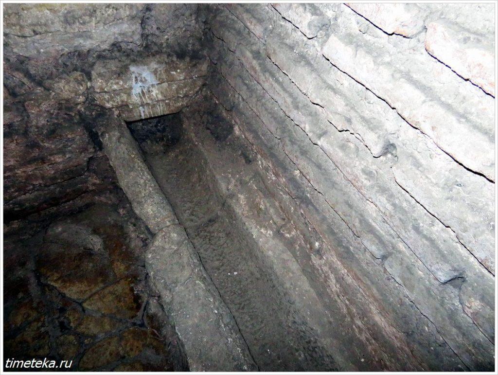 Водный каменный канал