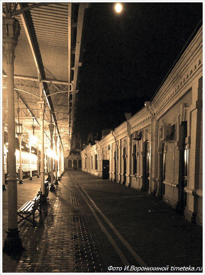 Кисловодский вокзал ночью