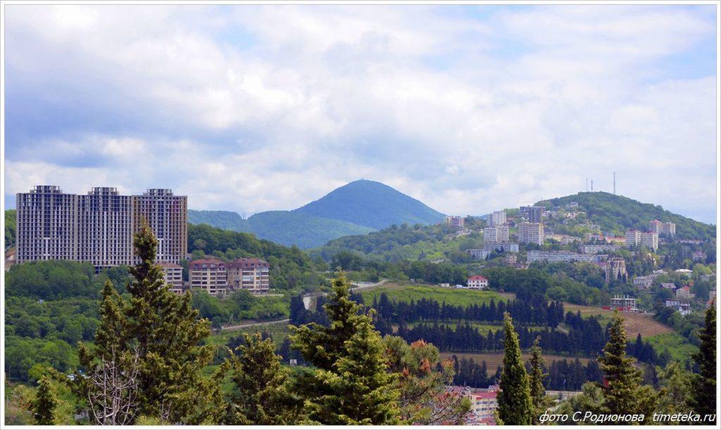 Вид на город Сочи с канатной дороги