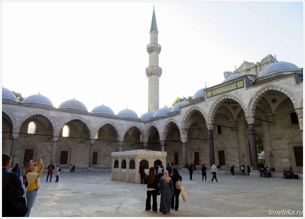 Внутренний двор мечети Сулеймание