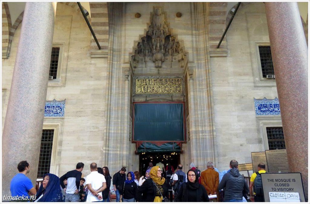 Вход в мечеть Сулеймание