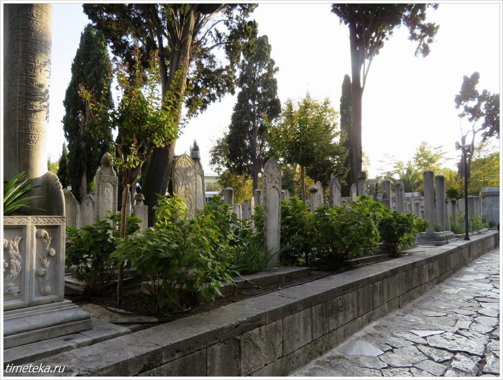 Кладбище на территории мечети Сулеймание
