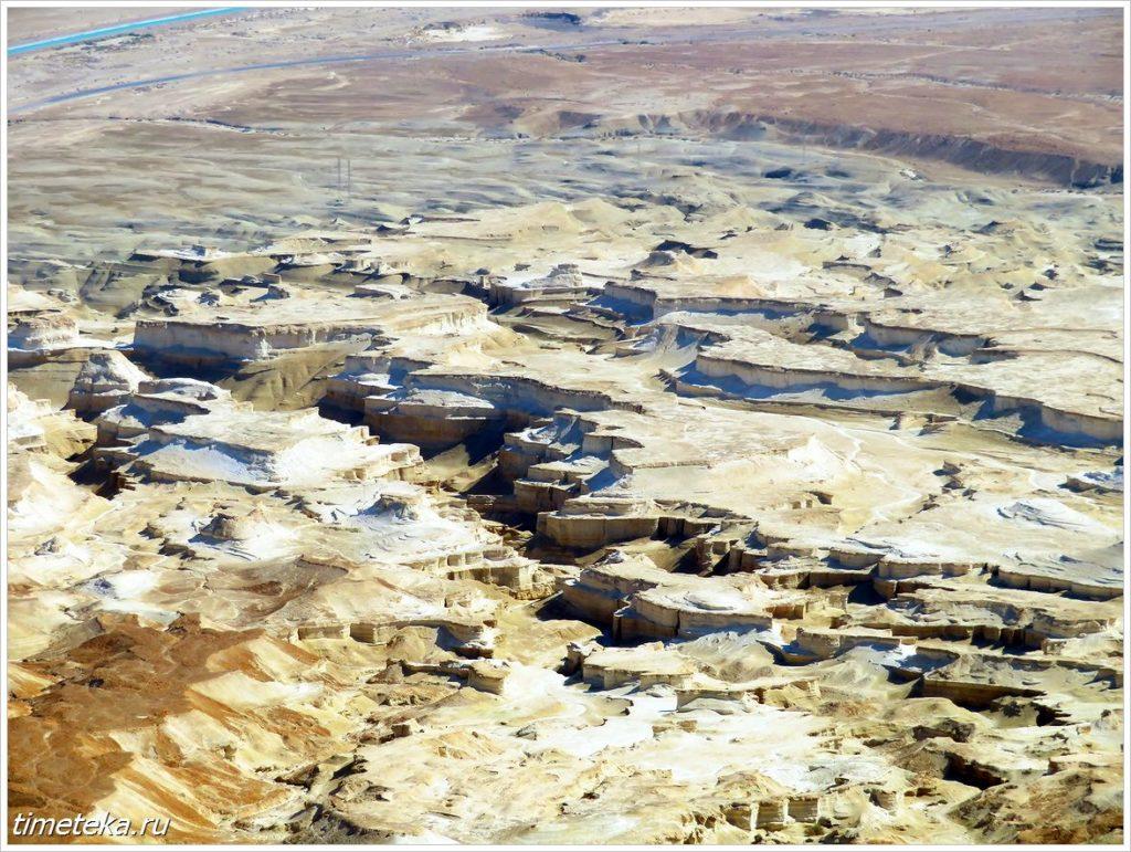 Провалы у берега Мертвого моря