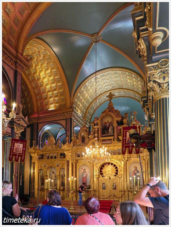 Внутри железной церкви Святого первомученика Стефана