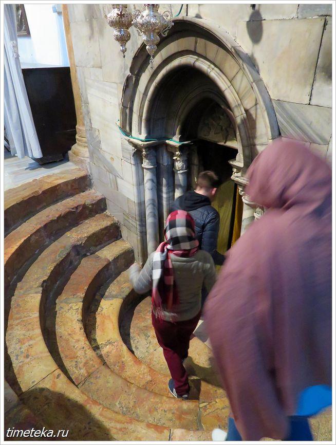 Лестница крипты Храма Рождества Христова